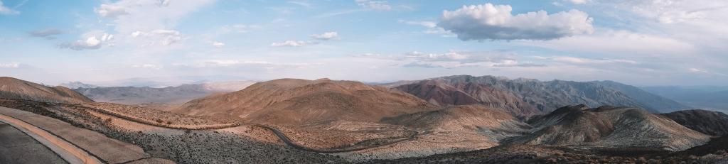 Un panorama sur la Vallée de la Mort depuis Dante's View