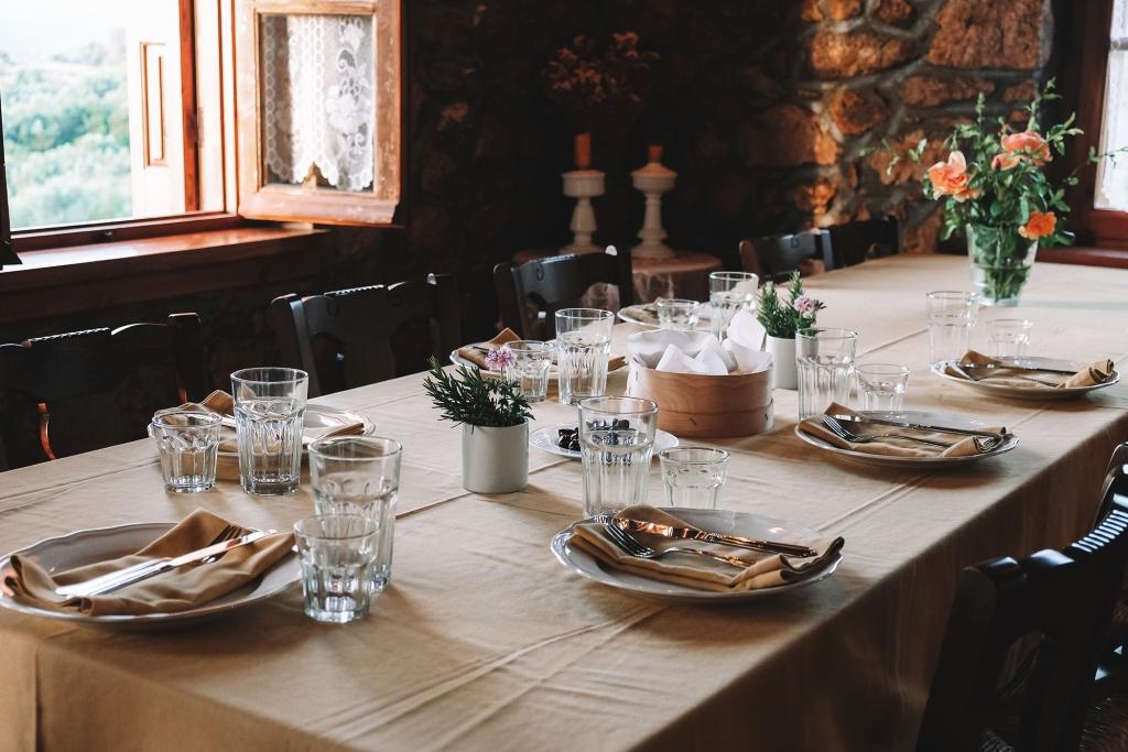 La table est dressée à Pylos