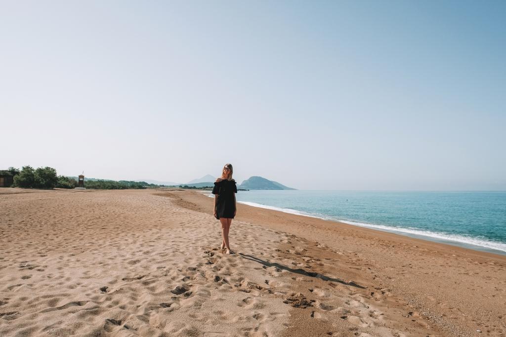 Une balade matinale sur la plage de Costa Navarino