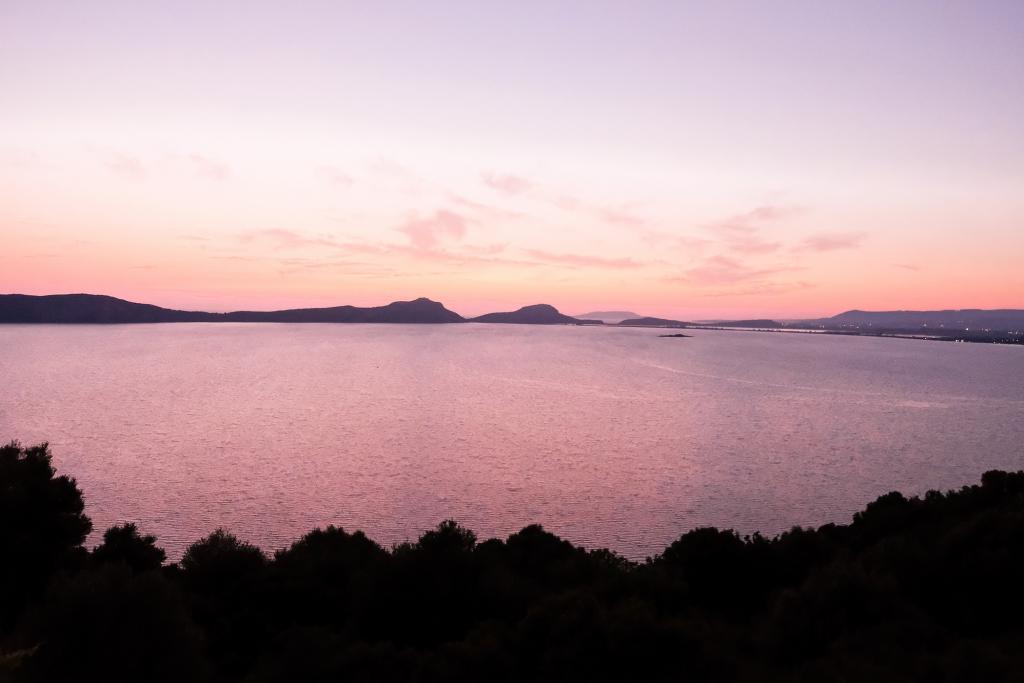 Ciel rose et coucher de soleil à Pylos
