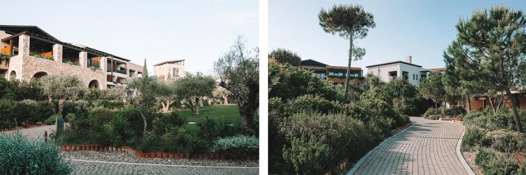 Des petits chemins pavés amènent aux différents bâtiments.