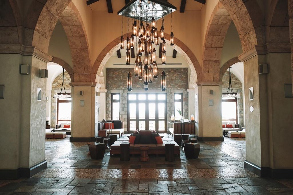 La reception du Westin Resort à Costa Navarino
