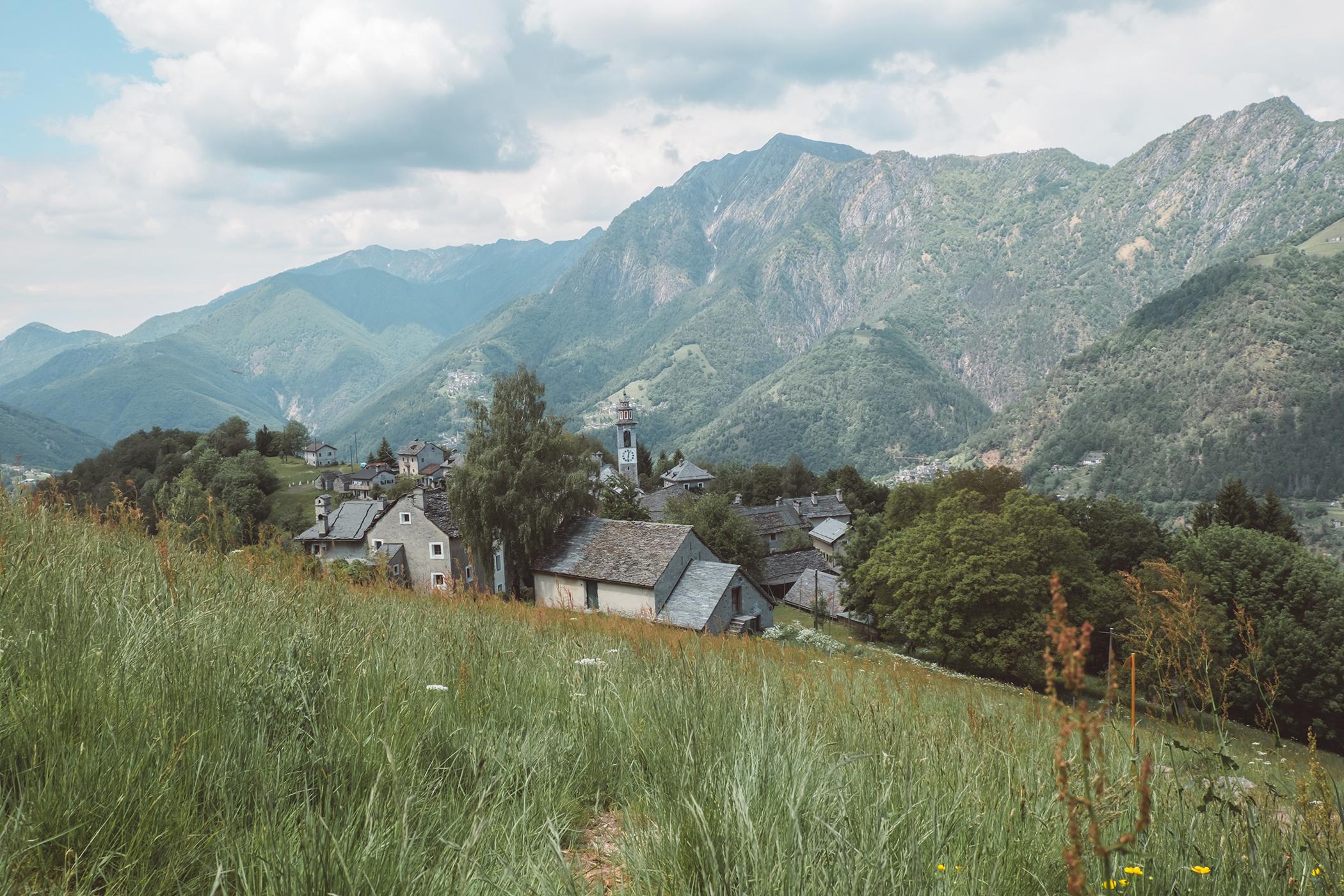 Vue sur le village de Rasa