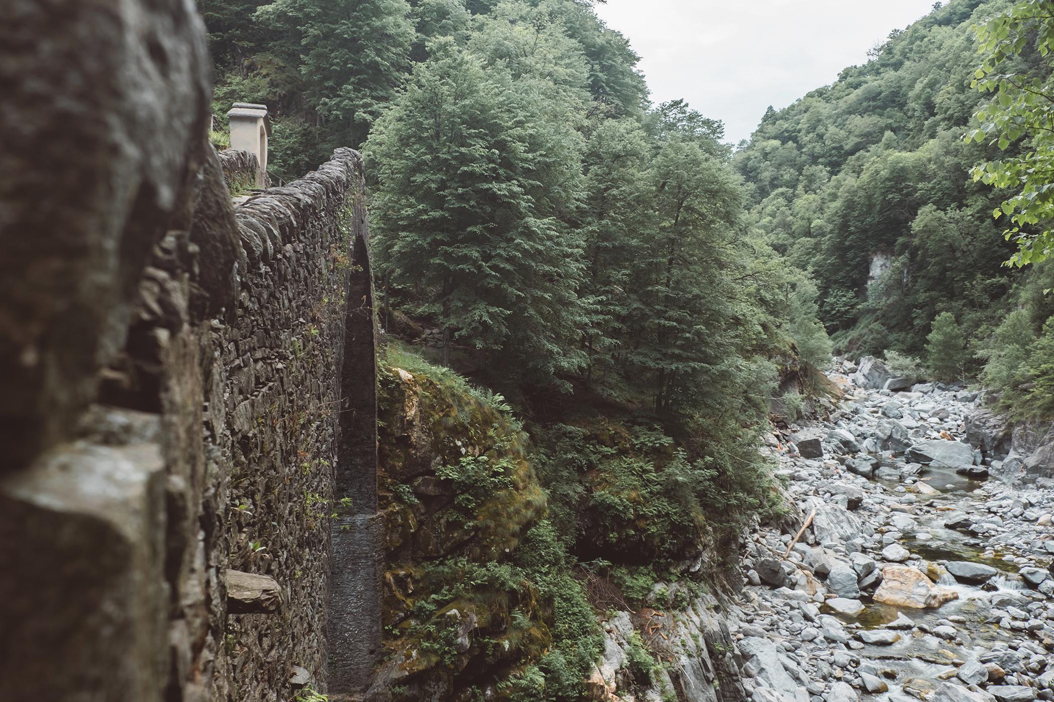 Pont Romain d'Intragna et la rivière