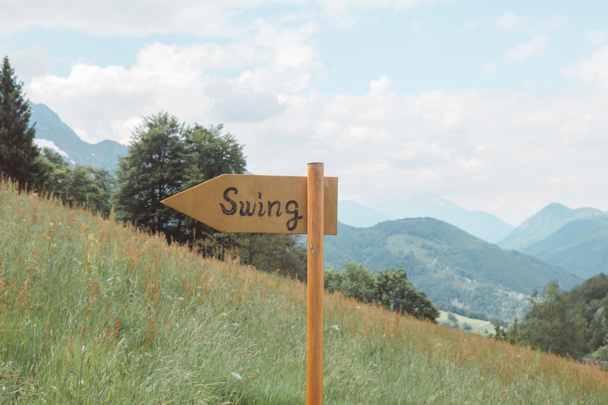 Panneau swing the world